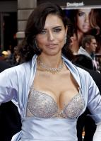 00861_s_al_reveals_victorias_secret_2_million_bombshell_fantasy_bra_in_nyc_20101020_17_123_41lo.jpg
