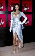 00926_s_al_reveals_victorias_secret_2_million_bombshell_fantasy_bra_in_nyc_20101020_23_123_107lo.jpg