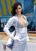 01115_s_al_reveals_victorias_secret_2_million_bombshell_fantasy_bra_in_nyc_20101020_9_123_370lo.jpg