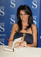88208_Celebutopia-Katie_Price_signs_copies_of_her_new_book_Pushed_To_The_Limit_in_London-03_122_1103lo.jpg
