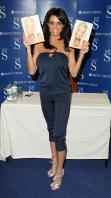 88290_Celebutopia-Katie_Price_signs_copies_of_her_new_book_Pushed_To_The_Limit_in_London-02_122_670lo.jpg