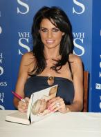 88324_Celebutopia-Katie_Price_signs_copies_of_her_new_book_Pushed_To_The_Limit_in_London-07_122_483lo.jpg