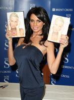 88383_Celebutopia-Katie_Price_signs_copies_of_her_new_book_Pushed_To_The_Limit_in_London-06_122_470lo.jpg