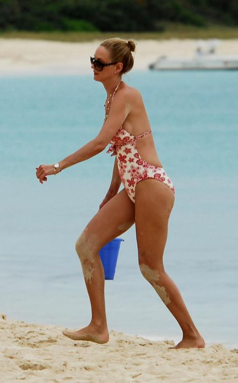 02838_Celebutopia_Uma_Thurman_on_holiday_in_the_Caribbean_12_122_562lo.jpg