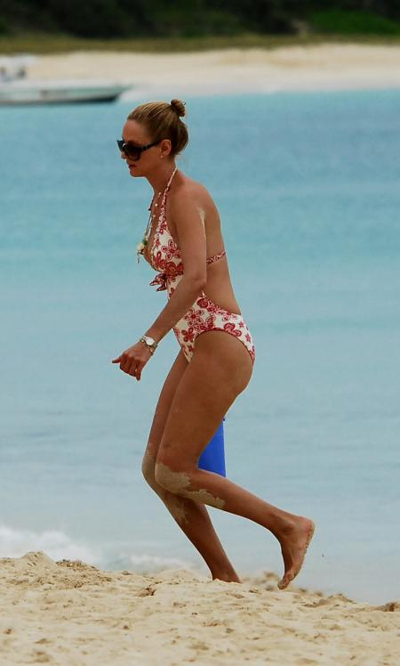 02957_Celebutopia_Uma_Thurman_on_holiday_in_the_Caribbean_33_122_568lo.jpg