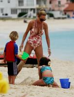 02787_Celebutopia_Uma_Thurman_on_holiday_in_the_Caribbean_02_122_412lo.jpg