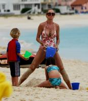 02843_Celebutopia_Uma_Thurman_on_holiday_in_the_Caribbean_17_122_451lo.jpg