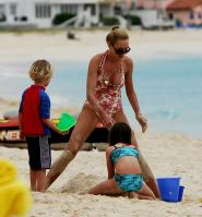 02893_Celebutopia_Uma_Thurman_on_holiday_in_the_Caribbean_20_122_543lo.jpg