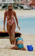 02910_Celebutopia_Uma_Thurman_on_holiday_in_the_Caribbean_22_122_582lo.jpg