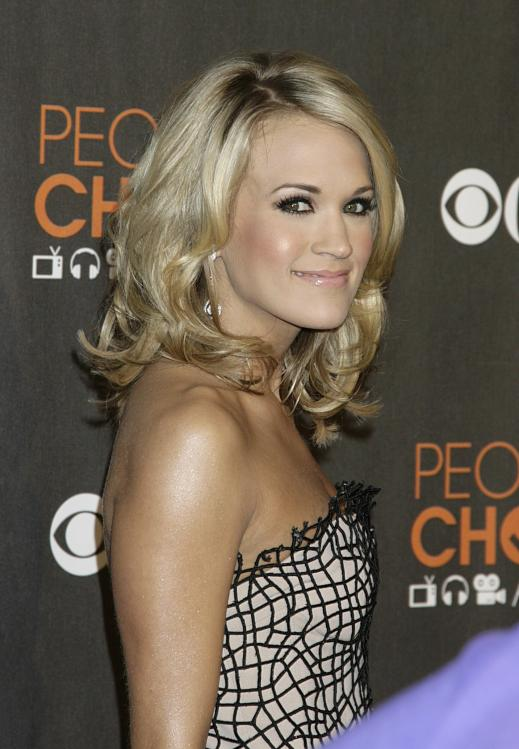 49553_celebrity-paradise.com-The_Elder-Carrie_Underwood_2010-01-06_-_36th_annual_People1s_Choice_Awards_132_122_348lo.jpg