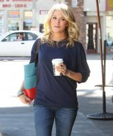 21040_CarrieUnderwood_KingsRoadCafe_LA_070211_TCC_011_122_496lo.jpg