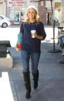 21069_CarrieUnderwood_KingsRoadCafe_LA_070211_TCC_004_122_495lo.jpg