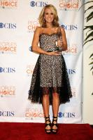 49890_celebrity-paradise.com-The_Elder-Carrie_Underwood_2010-01-06_-_36th_annual_People8s_Choice_Awards_0241_122_421lo.jpg