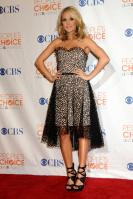 49993_celebrity-paradise.com-The_Elder-Carrie_Underwood_2010-01-06_-_36th_annual_People9s_Choice_Awards_7331_122_171lo.jpg