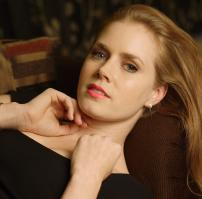 440991180_celeb_city.eu_Amy_Adams_Portrait_Session_in_LA_12_04_2007_012_122_176lo.jpg