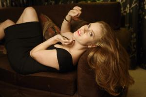 441083502_celeb_city.eu_Amy_Adams_Portrait_Session_in_LA_12_04_2007_016_122_511lo.jpg