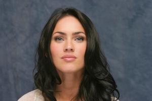 063893327_UploadedByKurupt_Megan_Fox_Transformers_press_conference_portraits_by_Munawar_Hosain_02_122_1066lo.jpg
