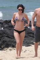 560749992_Kurupt_Megan_Fox_beach_in_Kona_Hawaii_June18_2011_03_122_588lo.jpg