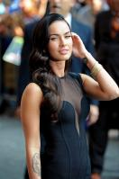 95845_Preppie_-_Megan_Fox_at_the_Late_Show_with_David_Letterman_-_June_25_2009_911_3322_122_235lo.jpg