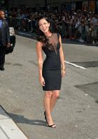95971_Preppie_-_Megan_Fox_at_the_Late_Show_with_David_Letterman_-_June_25_2009_919_8360_122_565lo.jpg