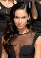 96525_Preppie_-_Megan_Fox_at_the_Late_Show_with_David_Letterman_-_June_25_2009_911_5431_122_131lo.jpg