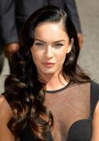 99189_Preppie_-_Megan_Fox_at_the_Late_Show_with_David_Letterman_-_June_25_2009_911_7317_122_144lo.jpg