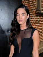 99575_Preppie_-_Megan_Fox_at_the_Late_Show_with_David_Letterman_-_June_25_2009_915_5485_122_258lo.jpg
