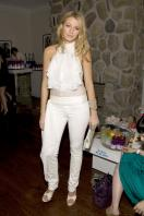 76251_Blake_Lively-Vitaminwater_Hosts_an_End-of-Summer_Hamptons_Bash_386_122_486lo.jpg