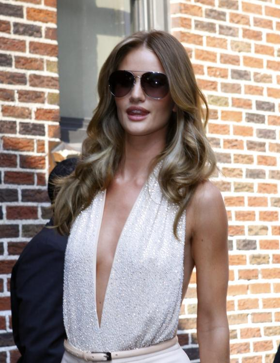 820938130_Kurupt_Rosie_Huntington_Whiteley_outside_Ed_Sullivan_Theater_for_Letterman_June15_2011_33_122_446lo.jpg