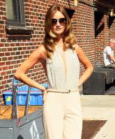 208714933_Kurupt_Rosie_Huntington_Whiteley_outside_Ed_Sullivan_Theater_for_Letterman_June15_2011_03_122_172lo.jpg