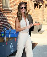 208976732_Kurupt_Rosie_Huntington_Whiteley_outside_Ed_Sullivan_Theater_for_Letterman_June15_2011_13_122_50lo.jpg