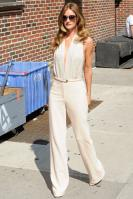 209143737_Kurupt_Rosie_Huntington_Whiteley_outside_Ed_Sullivan_Theater_for_Letterman_June15_2011_22_122_82lo.jpg