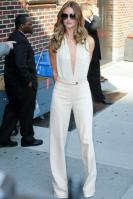 209158624_Kurupt_Rosie_Huntington_Whiteley_outside_Ed_Sullivan_Theater_for_Letterman_June15_2011_23_122_165lo.jpg