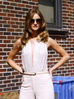 209333794_Kurupt_Rosie_Huntington_Whiteley_outside_Ed_Sullivan_Theater_for_Letterman_June15_2011_31_122_35lo.jpg