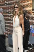 209484766_Kurupt_Rosie_Huntington_Whiteley_outside_Ed_Sullivan_Theater_for_Letterman_June15_2011_38_122_1054lo.jpg