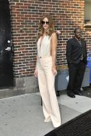 209513590_Kurupt_Rosie_Huntington_Whiteley_outside_Ed_Sullivan_Theater_for_Letterman_June15_2011_39_122_467lo.jpg