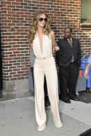 209538576_Kurupt_Rosie_Huntington_Whiteley_outside_Ed_Sullivan_Theater_for_Letterman_June15_2011_40_122_119lo.jpg