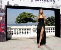 635175969_Kurupt_Rosie_Huntington_Whiteley_Transformers_Dark_of_the_Moon_Photocall_in_Rio_De_Janeiro_June20_2011_06_122_572lo.jpg