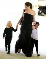 20971_Celebutopia-Angelina_Jolie_taking_daughters_to_a_kid_center_in_a_mall_in_LA-06_122_877lo.JPG