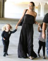 23885_Celebutopia-Angelina_Jolie_taking_daughters_to_a_kid_center_in_a_mall_in_LA-07_122_365lo.JPG