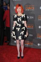 14576_HayleyWilliams_2010PeoplesChoiceAwards_6thJan_013_122_418lo.jpg