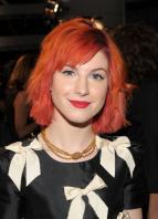 14804_HayleyWilliams_2010PeoplesChoiceAwards_6thJan_051_122_406lo.jpg