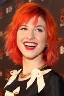 14905_HayleyWilliams_2010PeoplesChoiceAwards_6thJan_057_122_149lo.jpg