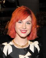14909_HayleyWilliams_2010PeoplesChoiceAwards_6thJan_058_122_478lo.jpg