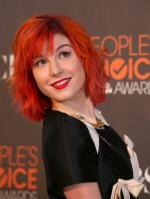 15150_HayleyWilliams_2010PeoplesChoiceAwards_6thJan_048_122_766lo.jpg