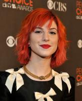 15265_HayleyWilliams_2010PeoplesChoiceAwards_6thJan_055_122_243lo.jpg