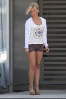 262110948_CU_Aly_Michalka_leaves_a_salon_in_West_Hollywood_01_122_585lo.jpg