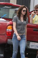 813915265_KristenStewart07142011OutinHollywood017l_122_250lo.jpg