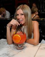29207_NickyHilton_SugarFactoryLasVegas_200511_004_122_214lo.jpg