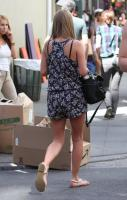 41695_NickyHilton_Shoppingcandids_Soho_020611_018_122_220lo.jpg